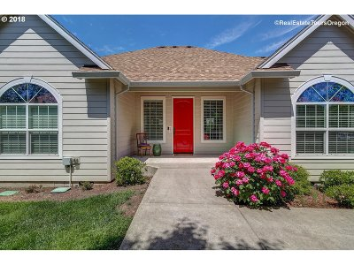 Hillsboro Single Family Home For Sale: 605 NE Sundance Ct