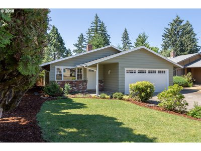 Milwaukie Single Family Home For Sale: 4370 SE Monroe St
