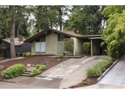 Lake Oswego Single Family Home For Sale: 220 4th St