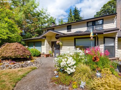 Milwaukie Single Family Home For Sale: 15010 SE Robinette Ct