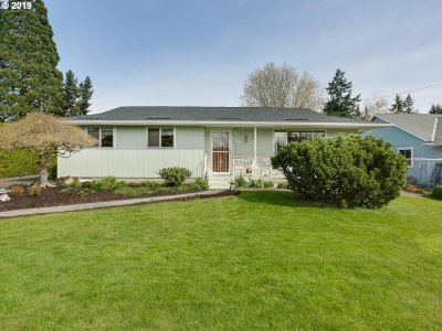 Milwaukie Single Family Home For Sale: 11312 SE Stanley Ave