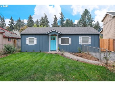 Milwaukie Single Family Home For Sale: 6704 SE May St