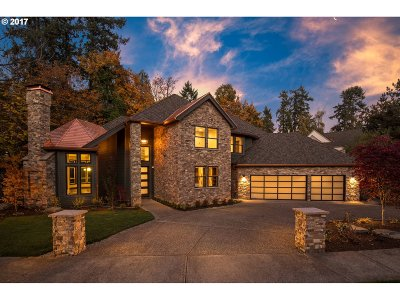 Lake Oswego Single Family Home For Sale: 18320 River Edge Ln