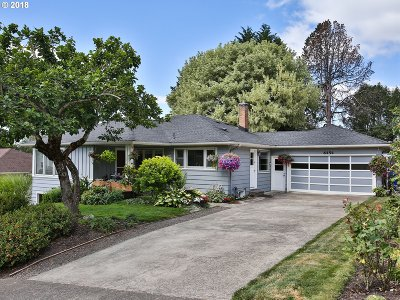 Portland Single Family Home For Sale: 6454 SW Loop Dr