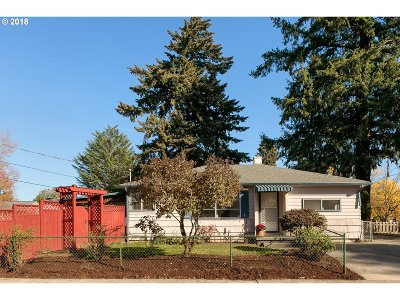 Portland Single Family Home For Sale: 4234 SE 48th Ave