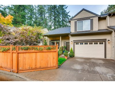 Lake Oswego Single Family Home For Sale: 17323 Ashley Ct