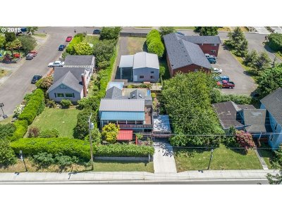 Coos Bay Single Family Home For Sale: 425 S Empire