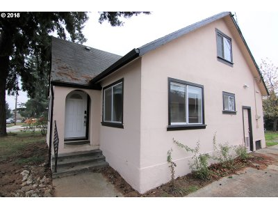Portland Single Family Home For Sale: 11742 SE Washington St