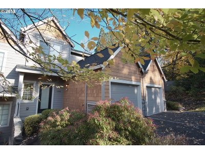 Lake Oswego Condo/Townhouse For Sale: 12886 Boones Ferry Rd
