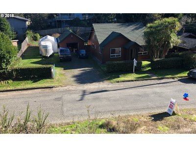 Coos Bay Single Family Home For Sale: 549 N Marple