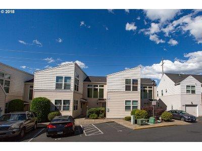 Portland Condo/Townhouse For Sale: 15715 NE Beech St #4F