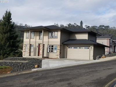Roseburg Single Family Home For Sale: 2712 NW Daysha Dr