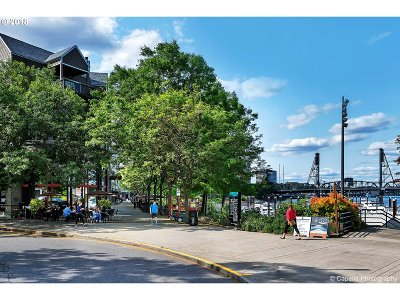 Condo/Townhouse For Sale: 0305 SW Montgomery St #308