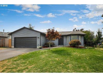 Gresham Single Family Home For Sale: 673 NE Country Club Ave
