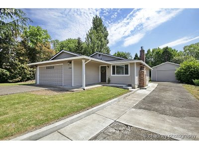 Happy Valley Single Family Home For Sale: 8700 SE Spencer Dr