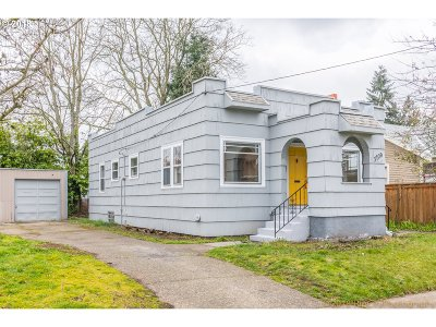 Portland Single Family Home For Sale: 3709 SE 60th Ave