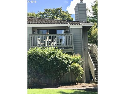 Eugene Condo/Townhouse For Sale: 2047 Lake Isle Ter