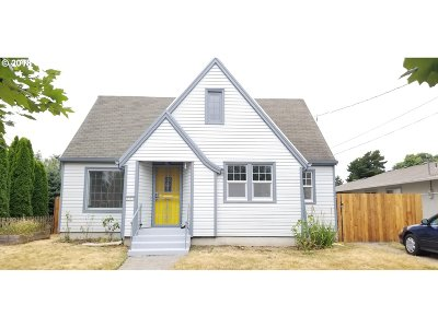 Portland Single Family Home For Sale: 2447 SE 70th Ave
