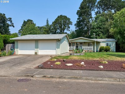 Woodburn Single Family Home For Sale: 3045 McNaught St