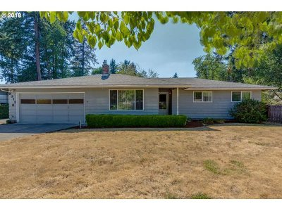 Clackamas Single Family Home For Sale: 8313 SE Kelly Ct