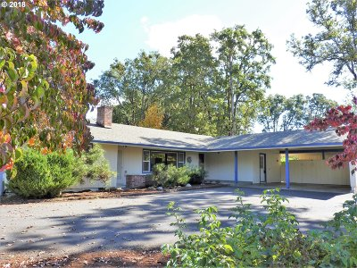 Roseburg Single Family Home For Sale: 26 Royal Oaks Dr