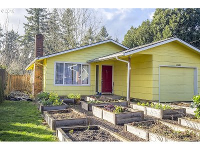 Milwaukie, Gladstone Single Family Home For Sale: 11803 SE Beckman Ave