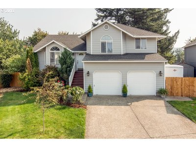 Troutdale Single Family Home For Sale: 974 SE Harlow Ct
