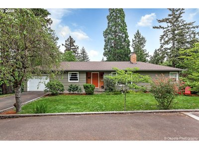 Milwaukie Single Family Home For Sale: 13516 SE Beech St