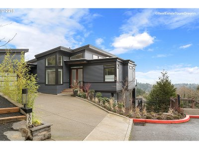 Single Family Home For Sale: 306 NW Skyline Ln