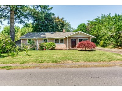 Milwaukie Single Family Home For Sale: 5105 SE Monroe St