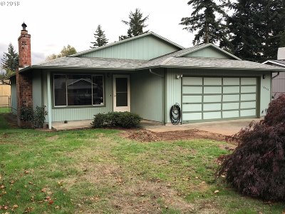 Single Family Home For Sale: 18436 NE Davis St