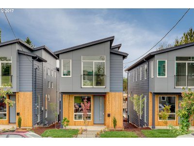 Portland Single Family Home For Sale: 3633 SE 28th Ave
