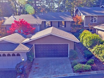 Lake Oswego Condo/Townhouse For Sale: 34 Wheatherstone