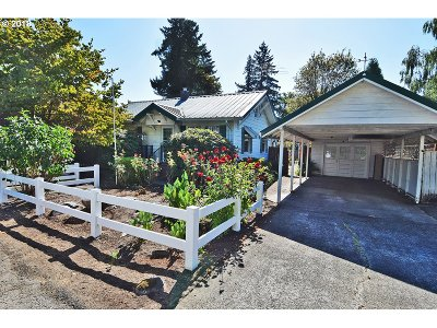Milwaukie Single Family Home For Sale: 4724 SE Jennings Ave