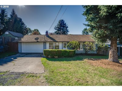 Milwaukie Single Family Home For Sale: 4036 SE Adams St