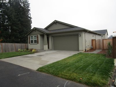 Scappoose Single Family Home For Sale: 33209 Havlik Dr