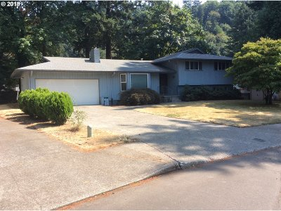Portland Single Family Home For Sale: 3830 SE 153rd Ave