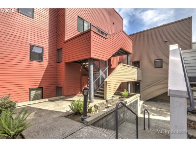 Condo/Townhouse For Sale: 620 NW Naito Pkwy #B6