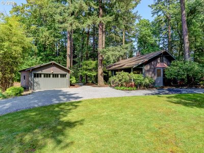 Milwaukie Single Family Home For Sale: 1405 SE River Forest Rd