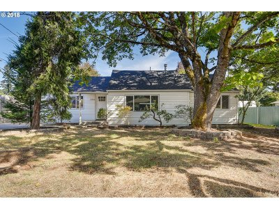 Portland Single Family Home For Sale: 2914 SE 119th Ave