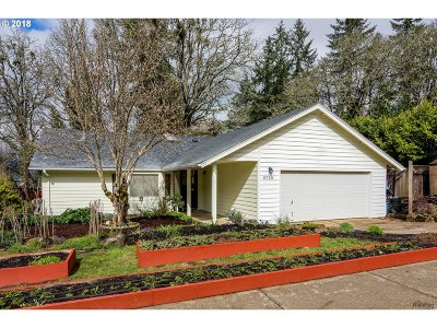 Springfield Single Family Home For Sale: 6768 Dogwood St