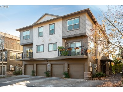 Hillsboro Condo/Townhouse For Sale: 8874 NE Brentford Way