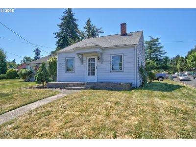 Portland Single Family Home For Sale: 7306 E Burnside St