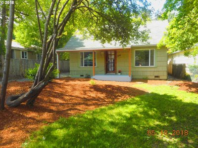 Springfield Single Family Home For Sale: 950 Water St