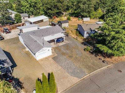 Roseburg OR Single Family Home For Sale: $199,900