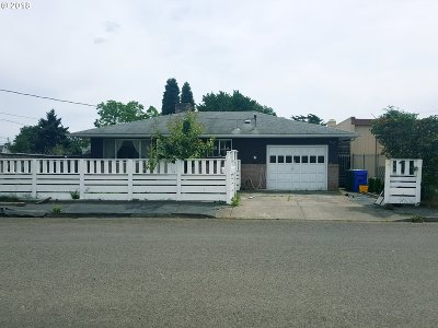 Portland Single Family Home For Sale: 9714 SE Ankeny St
