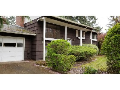 Lake Oswego Single Family Home For Sale: 17903 Belmore Ave