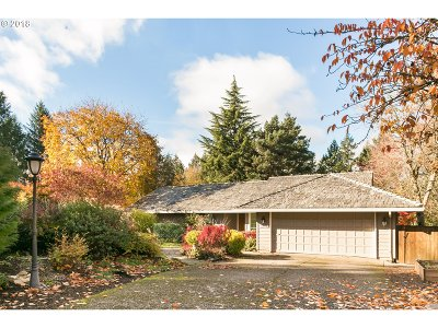 Lake Oswego Single Family Home For Sale: 17079 Cherry Crest Ave