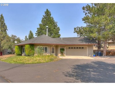 Bend Single Family Home For Sale: 21135 Clairaway Ave