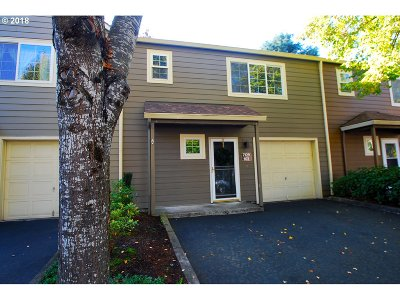 Tualatin Condo/Townhouse For Sale: 7129 SW Sagert St #102